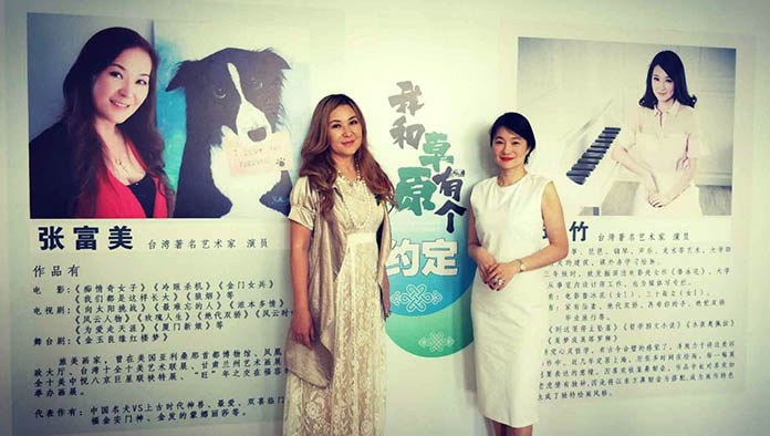 兩大女神明星內蒙古畫展較量 用畫筆描繪勾勒揮灑人生價值